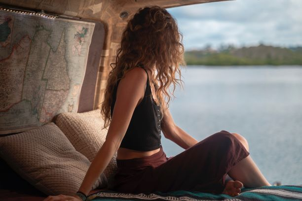 female solo traveler